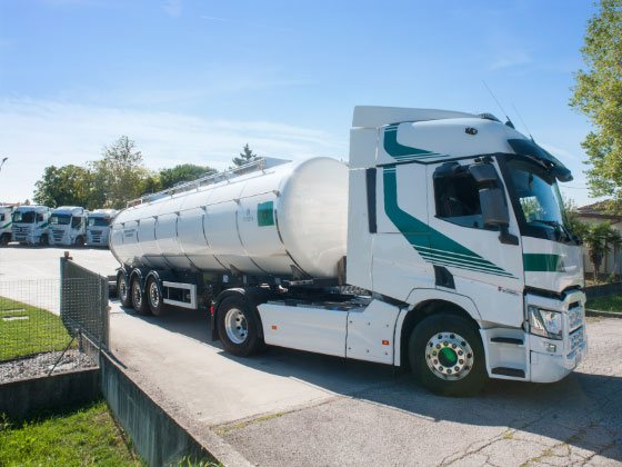 Automezzi per trasporto liquidi alimentari